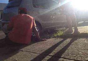 Ciclista tem ferimento no pé após ser atingido por porta de carro