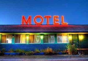 Homem sofre ataque cardíaco e morre dentro de suíte de motel no DF