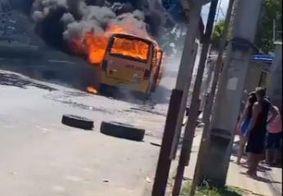 Ônibus e viaturas da polícia são incendiados em Manaus após morte de traficante