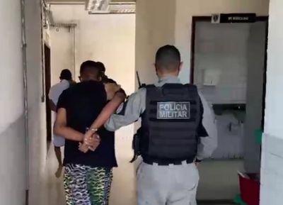 Homem é preso e adolescente apreendido suspeitos de assalto à motorista de aplicativo