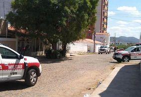 Rua foi isolada pela polícia