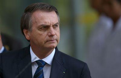 Bolsonaro retira de MP artigo que previa 4 meses sem salário para trabalhador