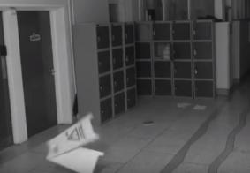 Câmera flagra fantasma assombrando escola; veja vídeo