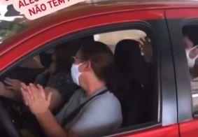 Vídeo: idosa é vacinada contra Covid-19 e família comemora com música dentro do carro na Paraíba