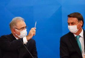 Ministro suspendeu vacinação de adolescentes após conversa com Bolsonaro