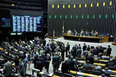 Auxílio emergencial: Câmara cancela sessão após obstrução de partidos