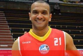 Jogador de basquete morre em campo na Itália após parada cardíaca