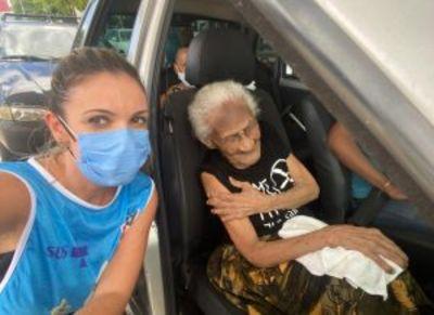 Na Paraíba, mulher de 116 anos se emociona ao receber vacina contra a Covid-19