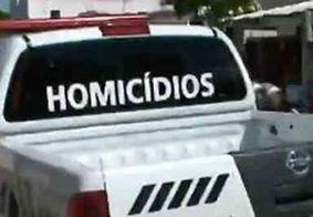 Adolescente é assassinado enquanto conversava na porta de casa
