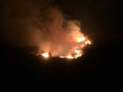 Há mais de 60 horas, bombeiros combatem incêndio no Sertão da PB