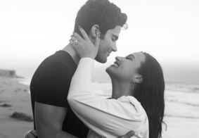 Demi Lovato anuncia noivado com Max Ehrich