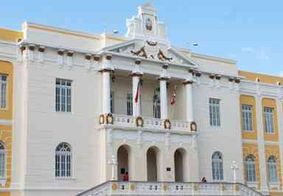 A lei previa aumento dos salários do prefeito, vice, secretários e vereadores