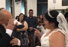 Vídeo: Noiva 'canta em libras' para o marido surdo durante casamento