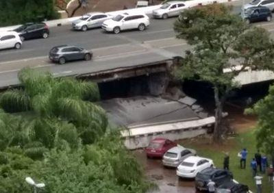 Vídeo: parte de viaduto desaba em Brasília; bombeiros procuram por vítimas