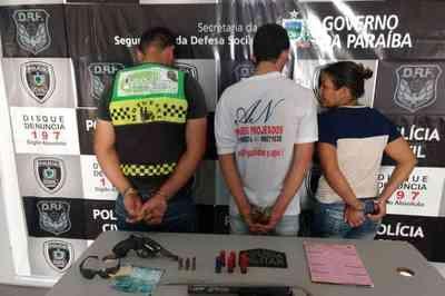 Mulher tenta subornar policiais após apreensão de armas em Campina Grande; Três são presos