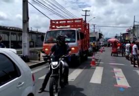 Paraibanos dormem na fila para receber auxílio emergencial; veja o vídeo