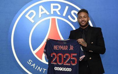 Neymar renova contrato com PSG até 2025 e diz estar feliz em Paris