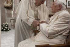 Papa Francisco e Papa emérito Bento XVI são vacinados contra Covid-19