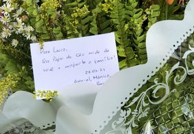 Homenagens são realizadas no local onde a criança caiu