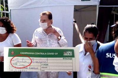 Silvio Santos toma segunda dose da vacina contra covid-19