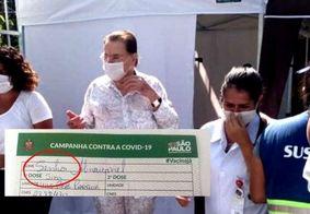 Servidora se confunde e erra nome de Silvio Santos em cartão de vacina