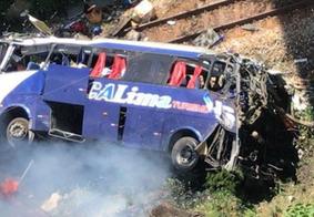 Motorista de ônibus que caiu de ponte e causou morte de 19 pessoas em MG se apresenta à polícia