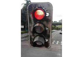 Semáforos de Curitiba ganham cílios para homenagear mulheres