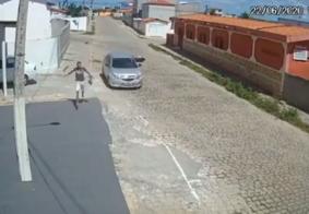 """Na PB, vídeo de acidente viraliza após motociclista """"dublê"""" escapar """"correndo""""; veja"""