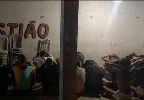 Polícia acaba festa com mais de 35 pessoas e prende homem suspeito de tráfico na Paraíba