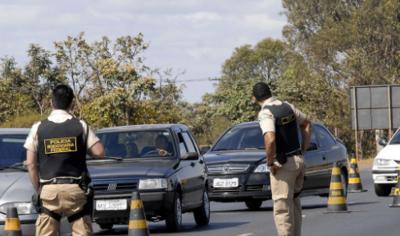 PRF deflagra Operação Finados e restringe tráfego de caminhões