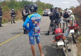 PM intercepta 'rolezinho' de motos e notifica participantes no Sertão da Paraíba