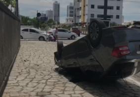 Colisão entre veículos provoca capotamento em João Pessoa