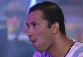 """""""Beije minha boca se for meu fã"""", dispara Gilberto durante a festa de Viih Tube"""