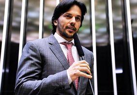Ministro das Comunicações, Fábio Faria, afirma que está com Covid-19