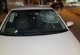Parabrisa do veículo ficou destruído com o impacto