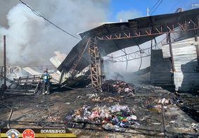 Galpão em São Paulo destruído pelas chamas
