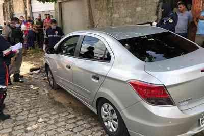Homem é morto a tiros dentro de veículo em João Pessoa