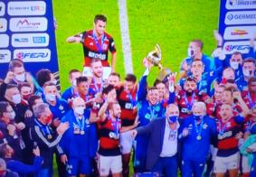 Com título do Flamengo, SBT bate Globo e derrota JN