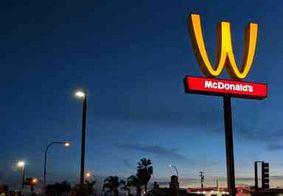Em homenagem ao Dia da Mulher, McDonald's vira arcos dourados de cabeça para baixo