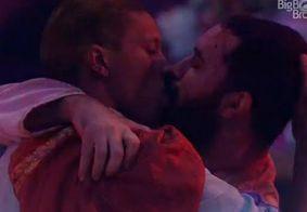 BBB21 | Barões da Pisadinha, 1º beijo gay e desistência no programa; Confira o que rolou na festa
