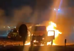 Caminhão em chamas no posto de combustíveis