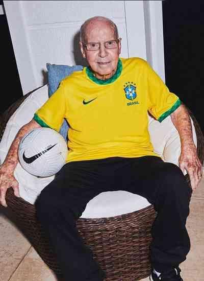 Seleção Brasileira lança nova camisa inspirada no tri de 1970