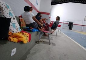 Pais começaram a formar a fila para matricular os filhos ainda neste domingo (11)