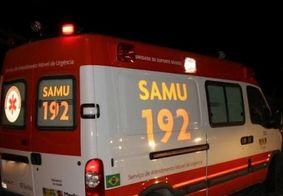 Passageiro de ônibus fica ferido após braço se chocar contra árvore na Epitácio Pessoa