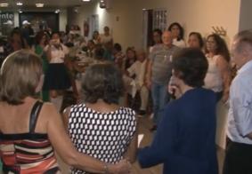 Ex-alunos se reúnem após 20 anos para relembrar época da escola