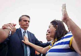 Bolsonaro participa de roda de oração em frente ao Palácio da Alvorada