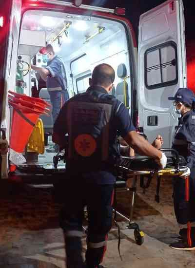 Mulher é atingida com golpe de faca após briga por ciúmes; suspeita é a companheira da vítima