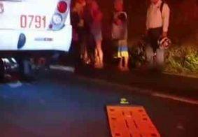 Ciclista é socorrido em estado grave após ônibus passar por cima de suas pernas, em JP