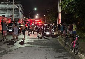 Moradores de comunidade presenciaram retirada de corpo da região de mata.