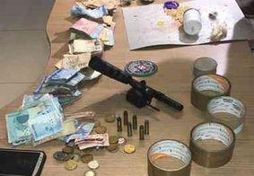 Mulher é presa com drogas, arma e dinheiro em comunidade de João Pessoa